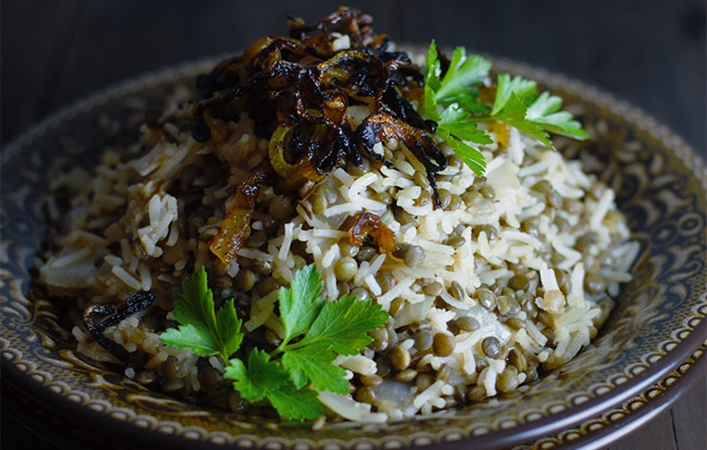 Egyptian Rice and Lentils with Crispy Onions
