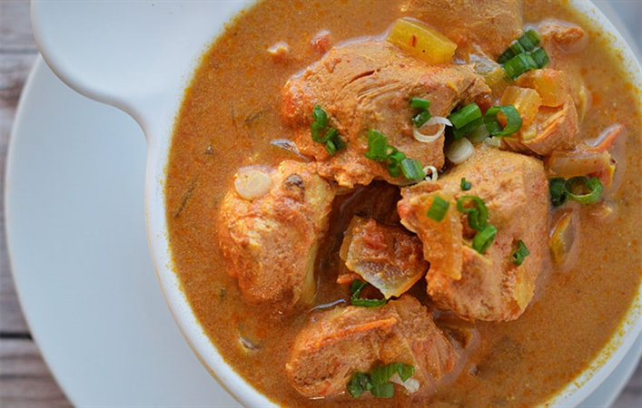 Mediterranean Slow Cooker Chicken Curry