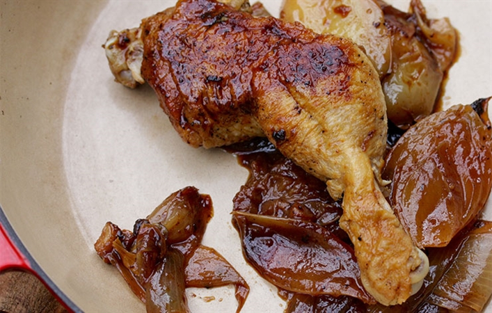 Braised Chicken Leg with Apples and Onions